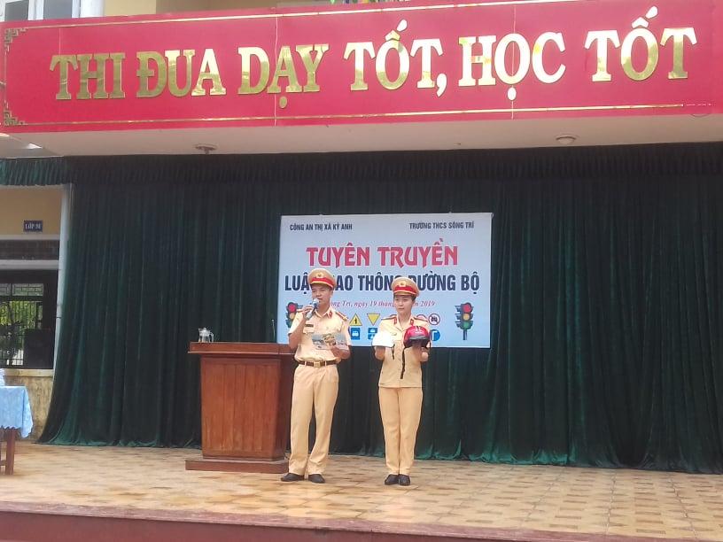 Trường THCS Sông Trí tổ chức tuyên truyền luật giao thông